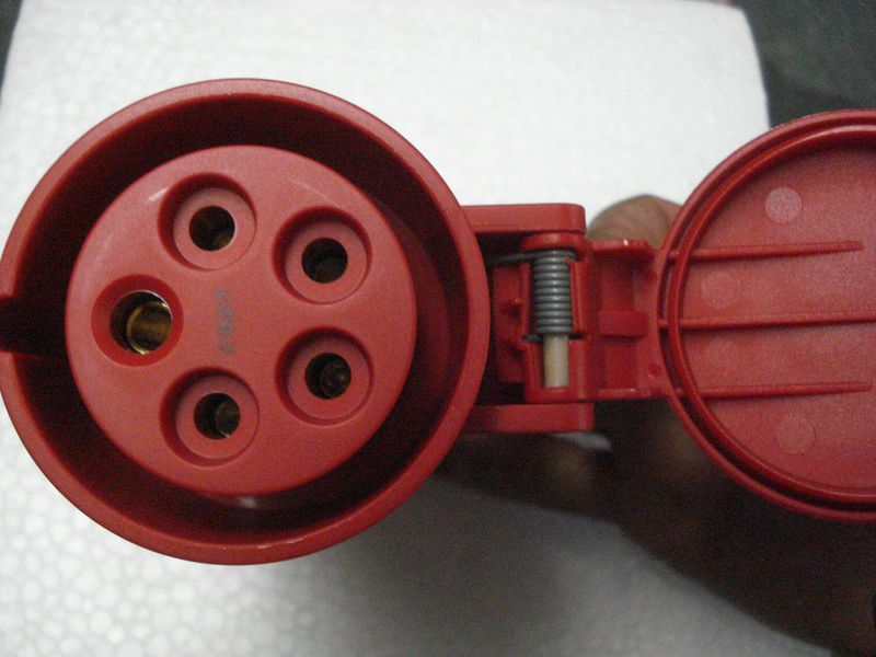 Prise de rallonge femelle 380v 32 amperes crossfer france for Prise 32 amperes cuisine